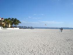 Flic en Flac beach 350m from Villa Sunshine