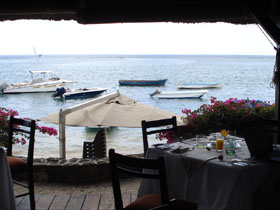 Lunch with a view - The Bay Hotel in La Preneuse.